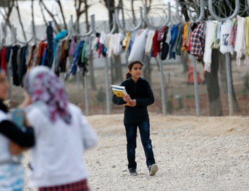 تعليم ودمج اللاجئين السوريين في تركيا